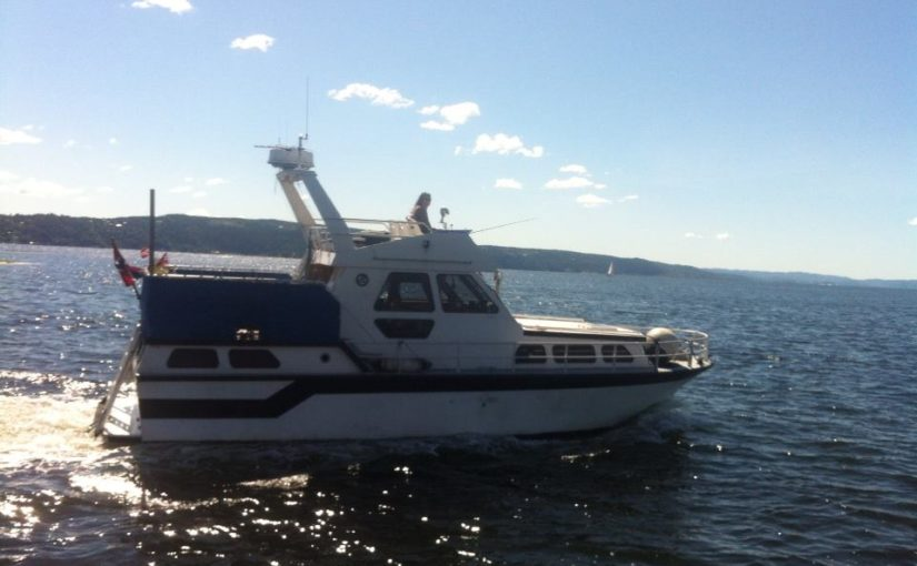 Ja! Jeg er dame! Ja! Jeg kan kjøre båt! Jeg er flink til å kjøre båt!